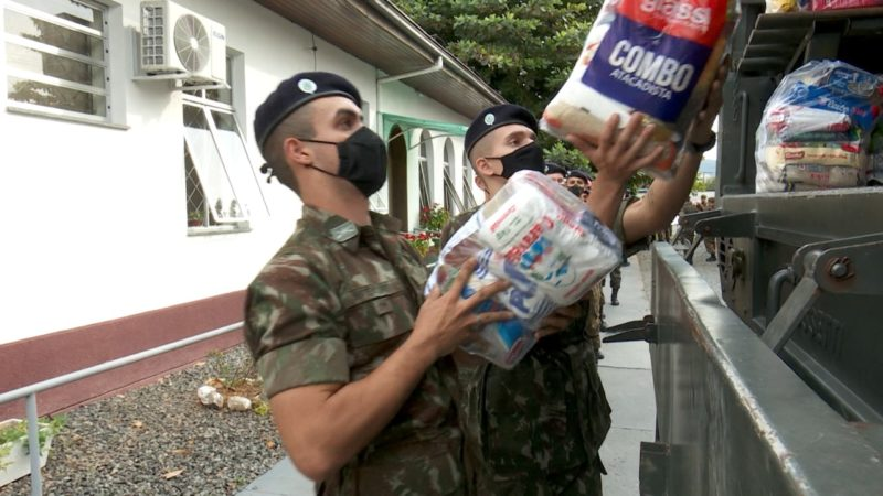 Pedágio do Bem arrecadou quase duas toneladas de alimentos em Joinville – Foto: Marcelo Thomazelli/NDTV