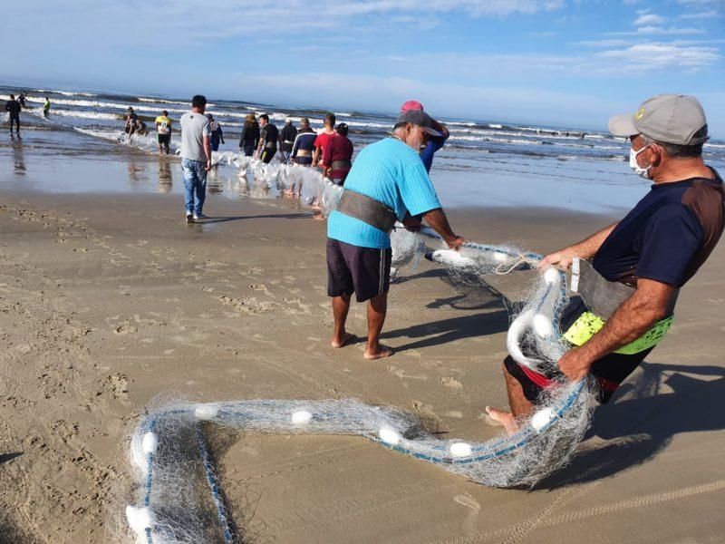 Pescadores de Balneário Rincão também comemoraram a captura da tainha