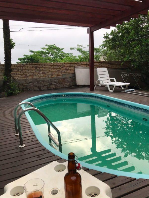 Registro atual da piscina onde José Gomes Neto e Belchior costumam conversar, no Ribeirão da Ilha