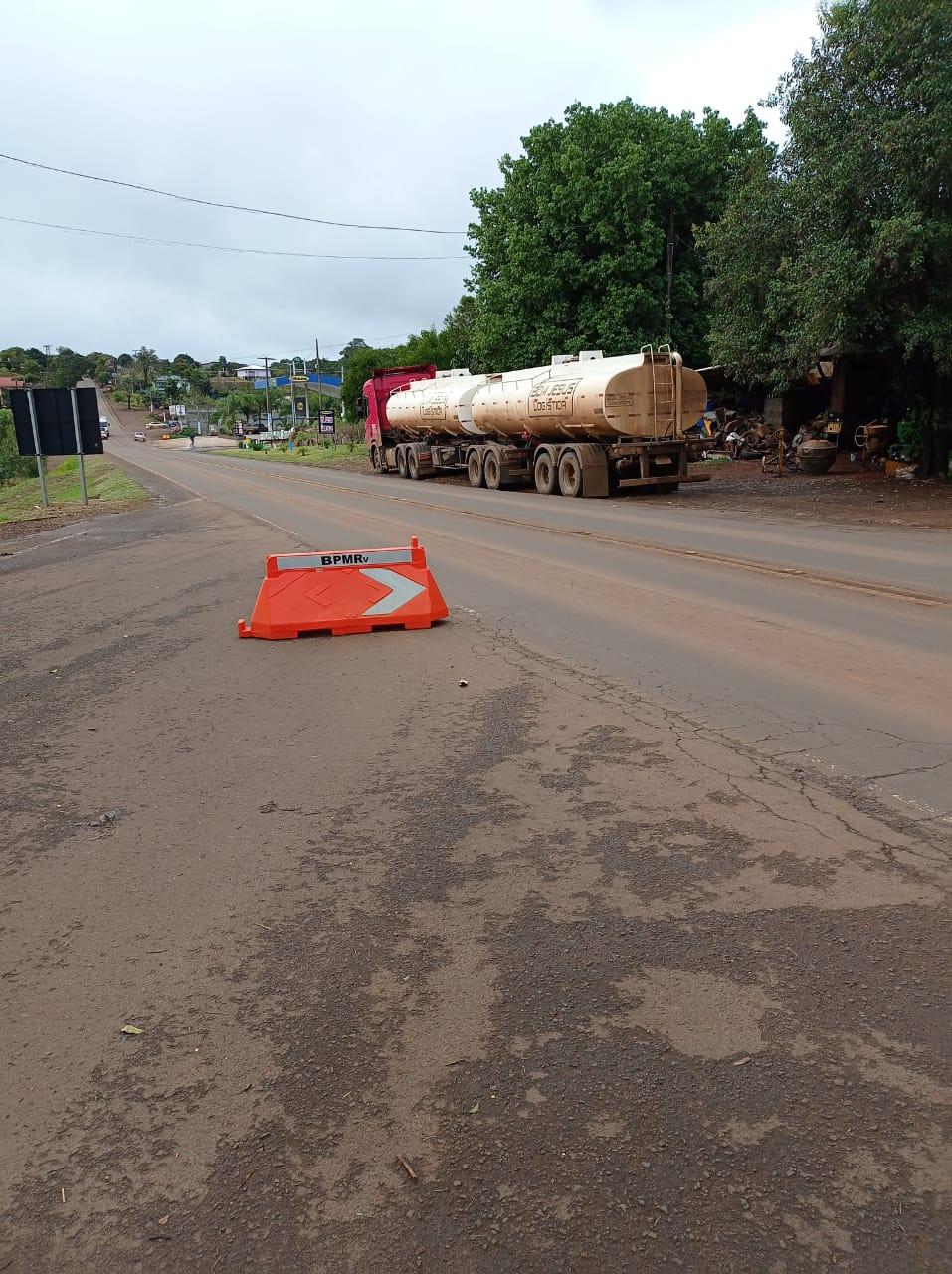 O caminhão foi flagrado pela Polícia Militar Rodoviária de Santa Catarina - PMRv/Divulgação