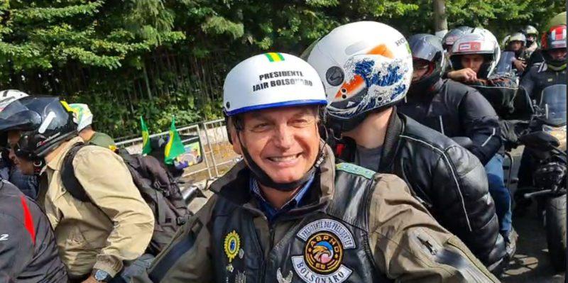 Bolsonaro volta atrás, confirma motociata em Florianópolis e anuncia reunião