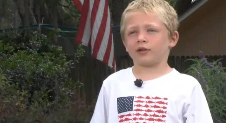 Chase Poust, de 7 anos, ajudou a irmã e o pai a escaparem de correnteza após nadar por uma hora – Foto: Reprodução / ABC Chicago