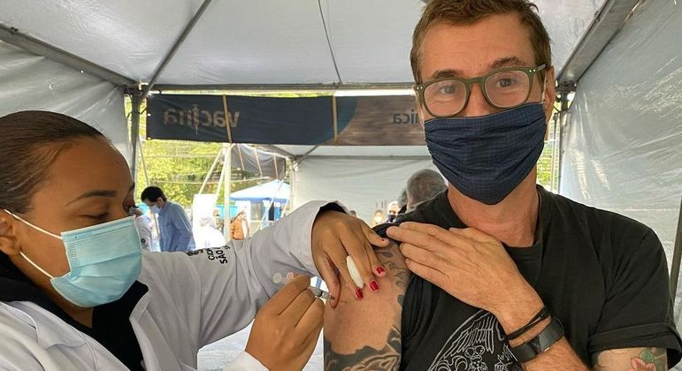 Dinho Ouro Preto recebeu a primeira dose da vacina contra a Covid-19 – Foto: Reprodução/ Instagram