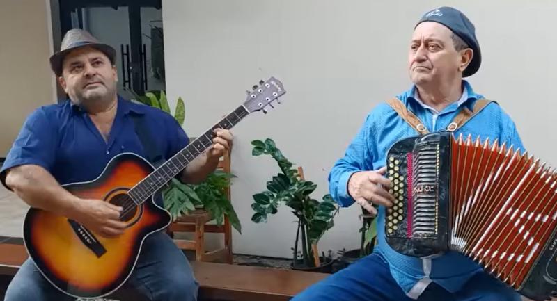 O músico catarinense Zé Barth compôs uma canção para o ministro da Infraestrutura Tarcísio Freitas – Foto: Reprodução/Redes Sociais/ND