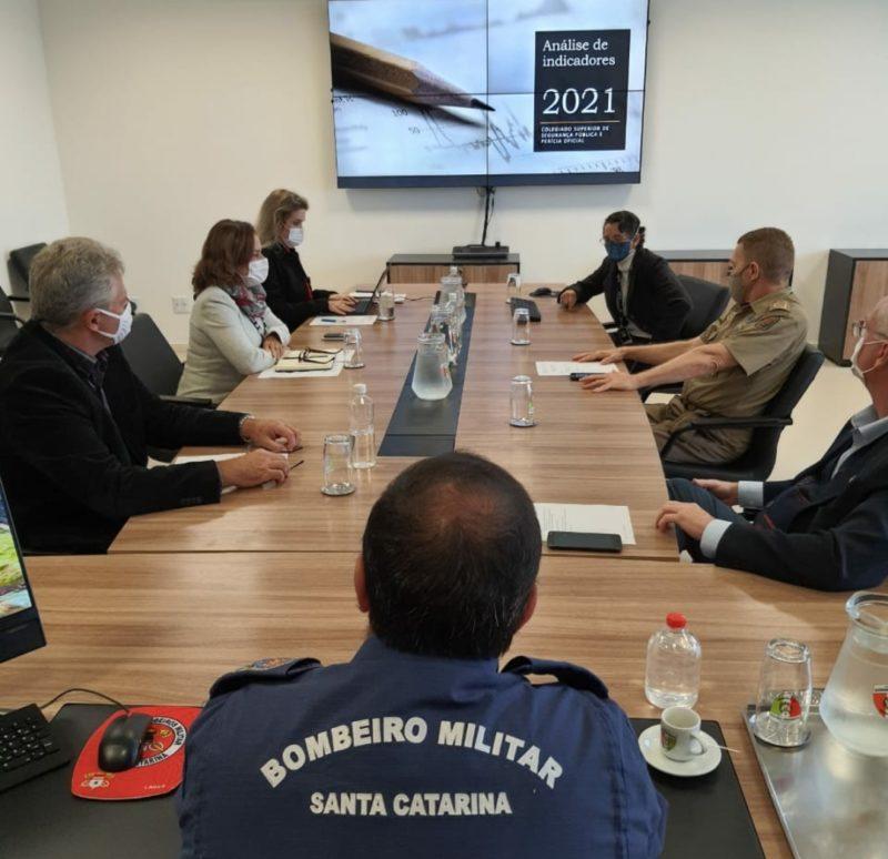 Representantes das forças de segurança de Santa Catarina em reunião para análise dos dados – Foto: Divulgação/SSP