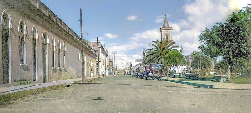 Antes: a Rua Hercílio Luz é uma parte do coração de Itajaí. Localizada bem no Centro da cidade, o calçadão concentra, além de lojas, museus, órgãos públicos e prédios históricos – Foto: Itajaí de Antigamente/Facebook/Reprodução