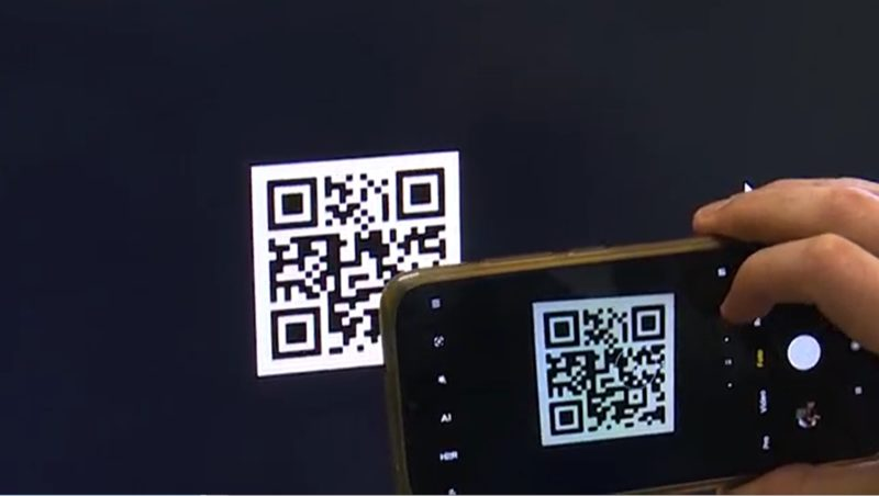 Ideia é que através do QR Code possa se acessar um site com as informações e com áudio descrição da bula do medicamento – Foto: Reprodução/NDTV