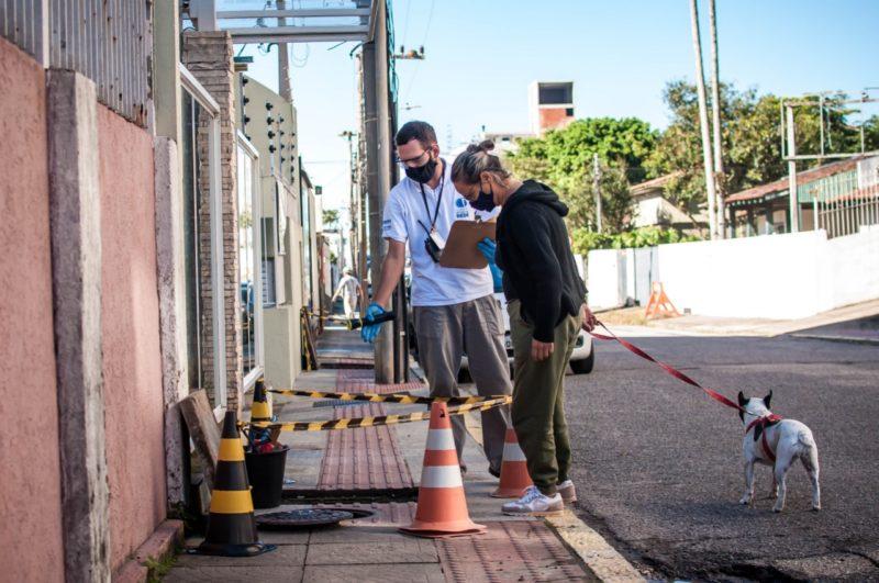 Programa também oferece consultoria técnica e gratuita, que analisa se o esgoto do imóvel está ligado de forma correta ou não à rede, com prazo para regularização – Foto: PMF/Divulgação/ND