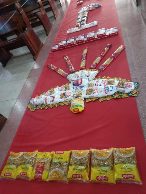 Na Paróquia São Francisco de Assis, no bairro Adhemar Garcia em Joinville, a decoração de Corpus Christi foi feita com alimentos – Foto: Divulgação/ND