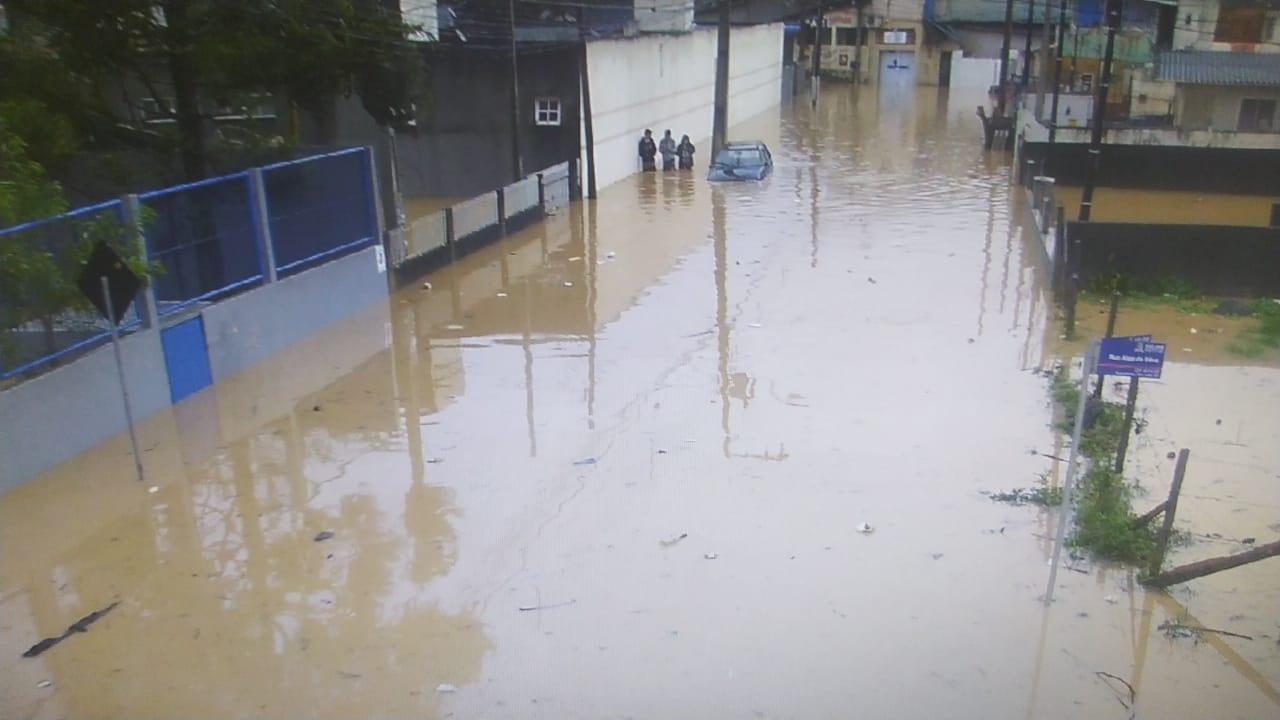 Outra rua ficou debaixo d'água - Prefeitura de São José/Divulgação/ND