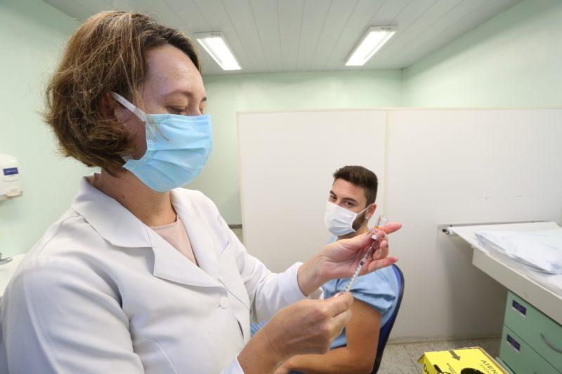 Prefeitura de Joinville amplia vacinação para pessoas com 50 anos ou mais – Foto: Rogério da Silva/Secom/Divulgação ND