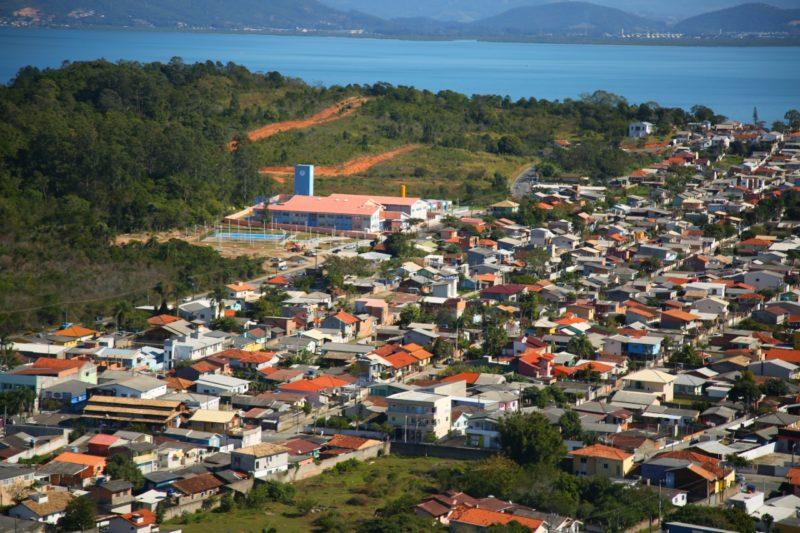 O lançamento do programa Lar Legal aconteceu nesta terça-feira, na Escola do Futuro da Tapera. – Foto: Leonardo Sousa / PMF / Divulgação