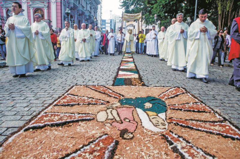 Tapetes são confeccionados nas procissões mais populares de Florianópolis – Foto: NDMais