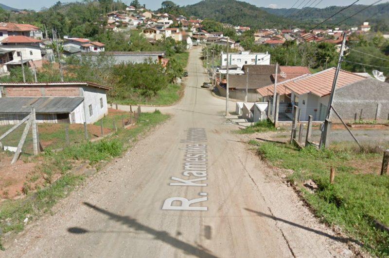 Homem é atingido por sete tiros em frente a própria família em Blumenau – Foto: Reprodução/Google Maps