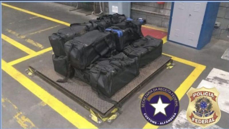 Em uma das apreensão, 600kg de cocaína foram encontrados no Porto de Itapoá – Foto: Polícia Federal