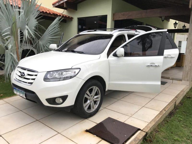 Carros de luxo dos suspeitos foram apreendidos na operação – Foto: Polícia Federal/Divulgação