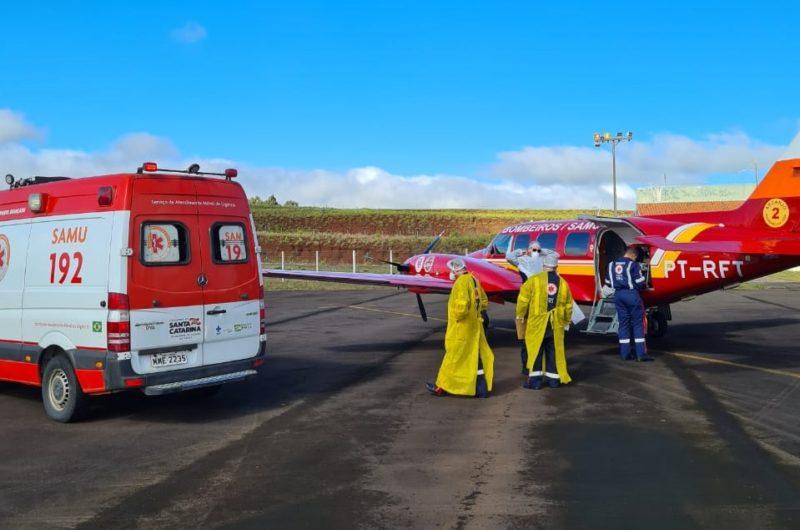Pacientes de Videira e Curitibanos foram transferidos para Florianópolis para ocupar leitos de UTI por consequência da Covid – Foto: CBMSC/Divulgação/ND