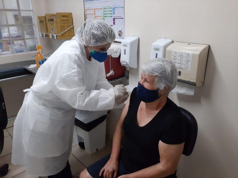 Vacinação contra a Covid-19 ocorre nas Unidades Básicas de Saúde referência de cada distrito – Foto: Divulgação/Decom/ND