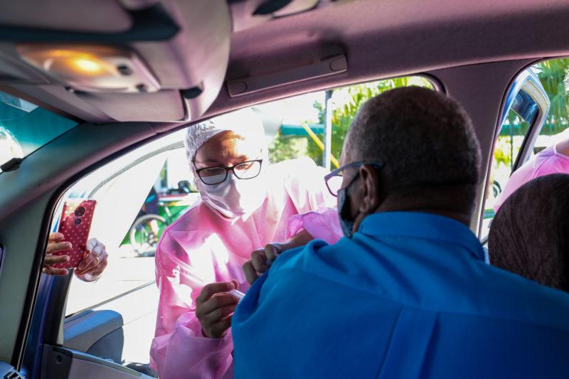 Vacinação deve se estender a pessoas com 50 anos com nova remessa – Foto: Mauricio Vieira/Secom/Divulgação/ND
