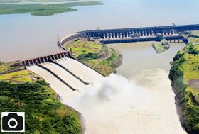 Vertedouro da Usina Itaipu, situada no rio Paraná, entre o Brasil e o Paraguai – Foto: Caio Coronel/ Divulgação/ ND