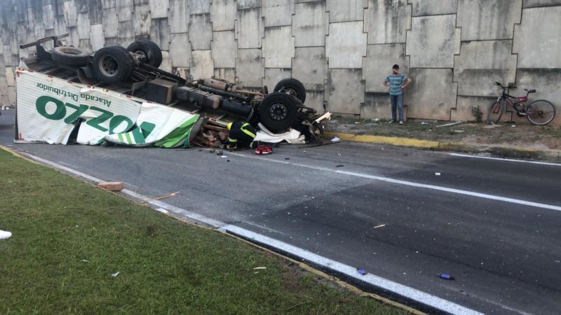 Acidente ocorreu na tarde deste sábado (5) – Foto: vídeo acidente viaduto