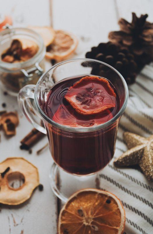 O quentão aquece o corpo e embala as festas juninas – Foto: Pixabay