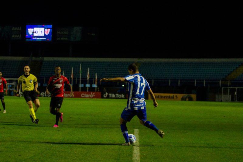 Vinícius Leite foi pouco acionado no primeiro tempo – Foto: André Palma Ribeiro/Avaí F.C