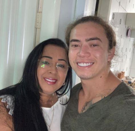 Mãe de Whindersson fala sobre atual momento do filho após morte de bebê prematuro– Foto: Instagram/Reprodução/ND