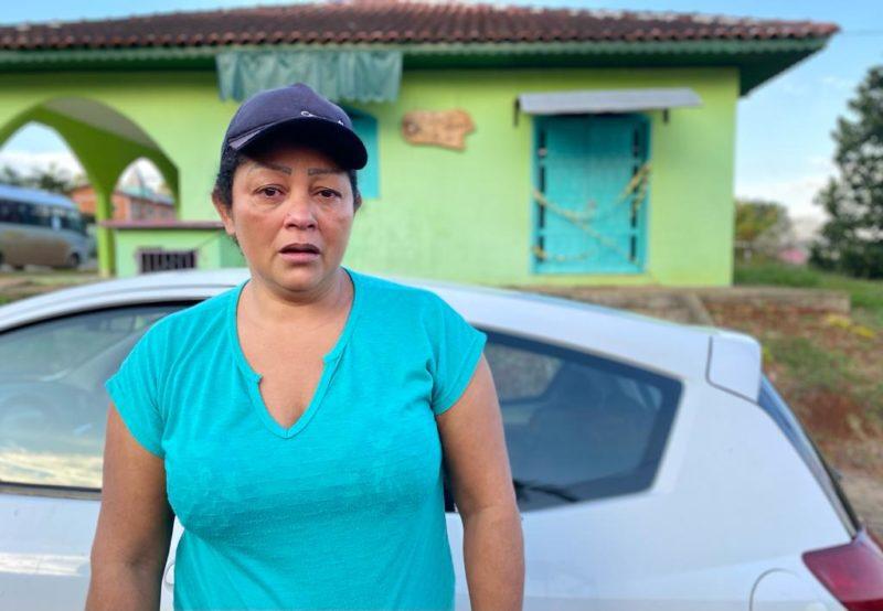Salete Teodoro, de 50 anos, é prima irmã da vítima e viu o suspeito sair de carro. – Foto: Willian Ricardo/ND