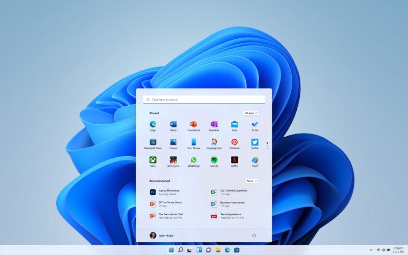 Entre as principais mudanças, agora a barra de tarefas está centralizada e com nova apresentação – Foto: Reprodução/Microsoft