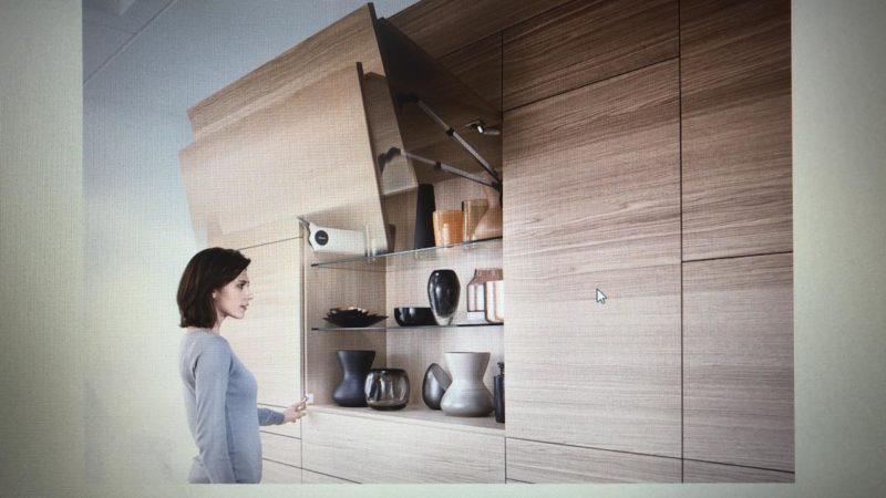 Os sistemas para elevação de portas e basculantes suavizam o fechamento de portas e gavetas. Foto/BLUM