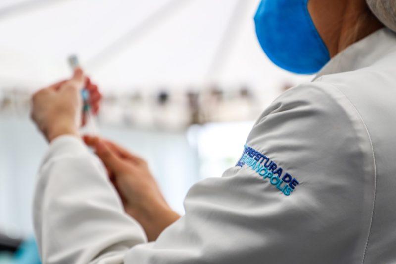 Florianópolis avança na vacinação com a chegada de novas doses nesta quarta (21) – Foto: Cristiano Andujar/PMF