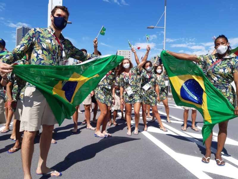 Brasileiros se preparam para a cerimônia de abertura dos jogos – Foto: Christian Dawes/COB