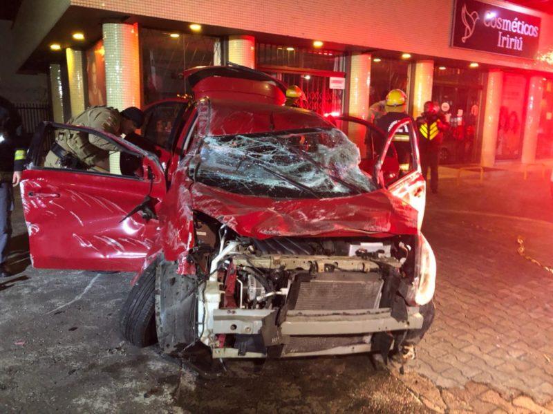 Carro se envolveu em acidente, capotou e atingiu ciclista – Foto: Ricardo Alves/NDTV
