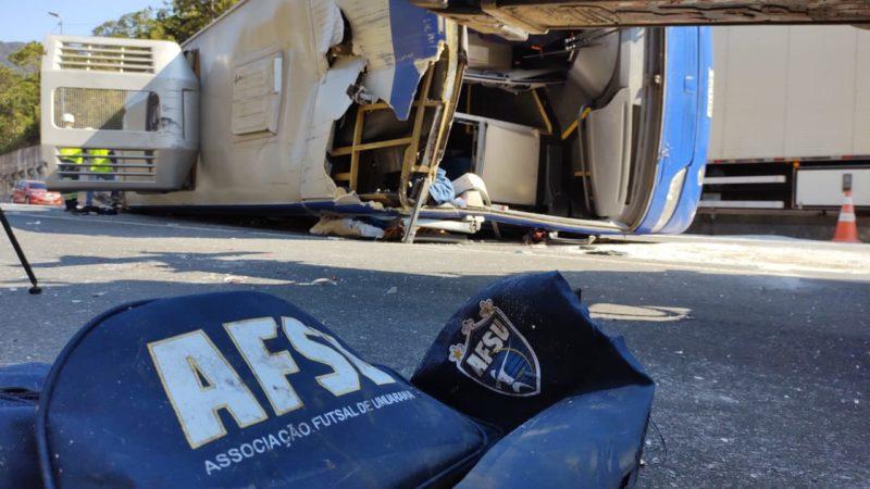 Acidente aconteceu na manhã de quinta-feira (8), na BR-376 – Foto: Adriano Mendes/NDTV