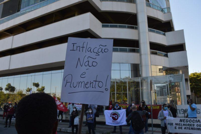Sindicato participou de atos pedindo pela reposição da inflação para servidores – Foto: Sindifoz/Divulgação