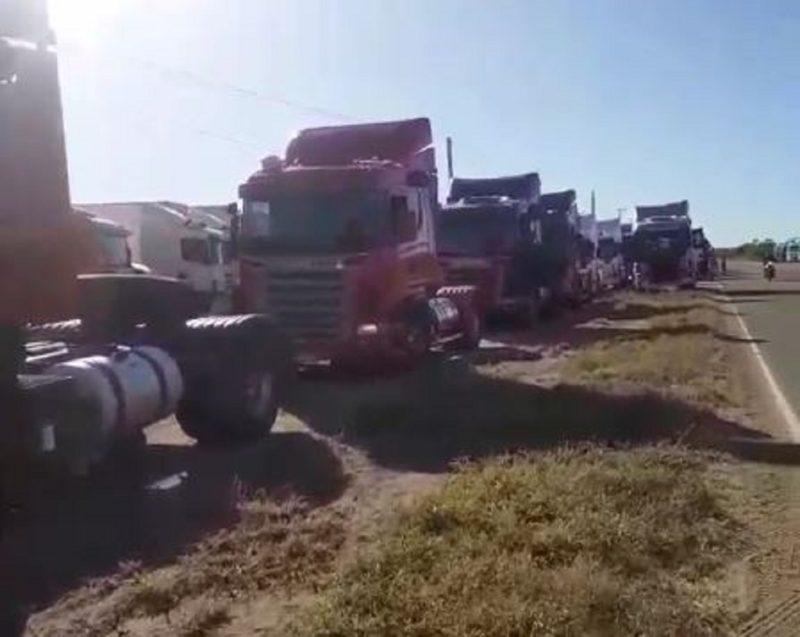 Greve de caminhoneiros começou a ter adesão em regiões do Brasil neste domingo – Foto: Reprodução/ND