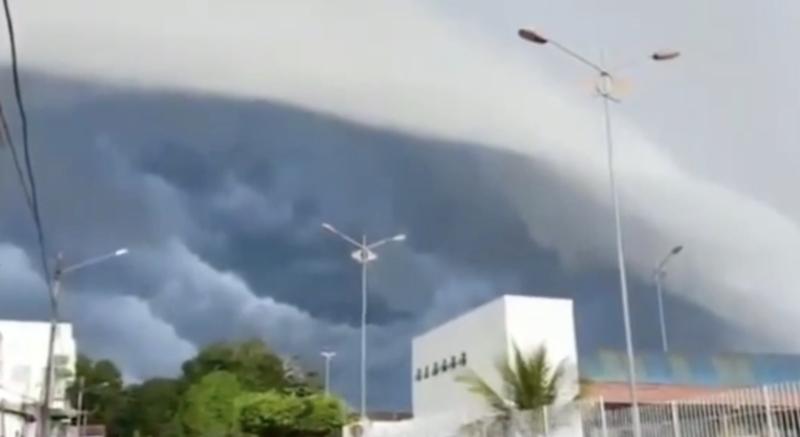 Parece uma onda, mas é um fenômeno explicado por especialistas em clima: nuvem prateleira ou shelf cloud – Foto: Reprodução