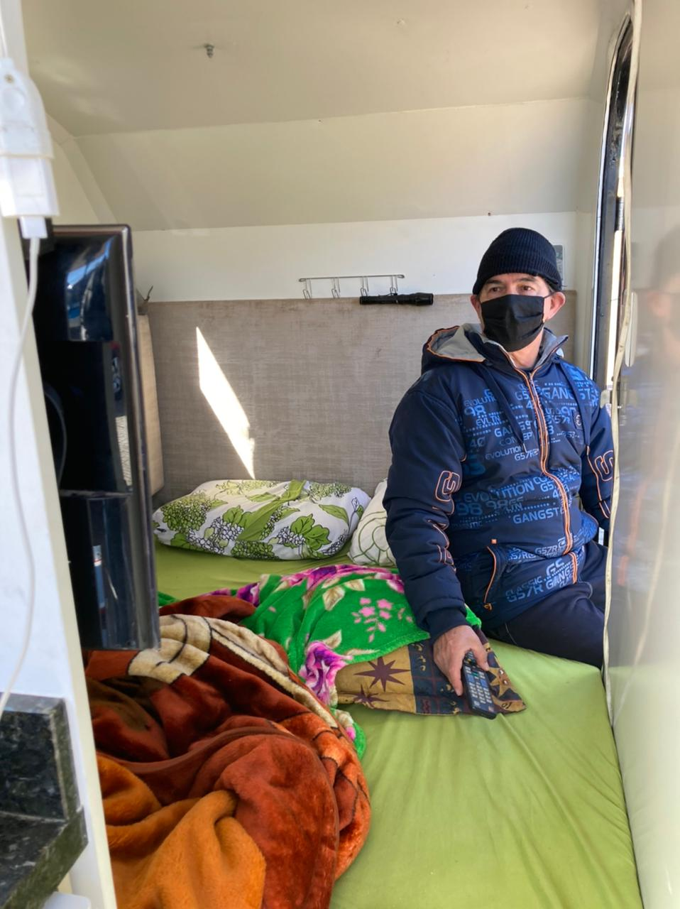 Pessoas dormem em carros adaptados para poder aproveitar as baixas temperaturas na Serra de SC - Osvaldo Sagaz/ND
