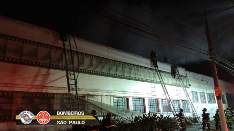 Corpo de Bombeiros de São Paulo combatendo o incêndio que assolou a Cinemateca Brasileira – Foto: Fotos Públicas/Reprodução/ND