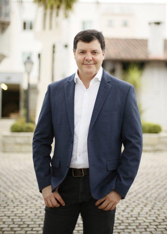 O cirurgião Claudio Eduardo de Souza é o médico responsável pela cirurgia de Tiago em Blumenau – Foto: Divulgação/ND