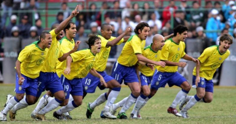 Seleção Brasileira comemora após disputa de pênaltis de 2004 – Foto: CBF/Divulgação