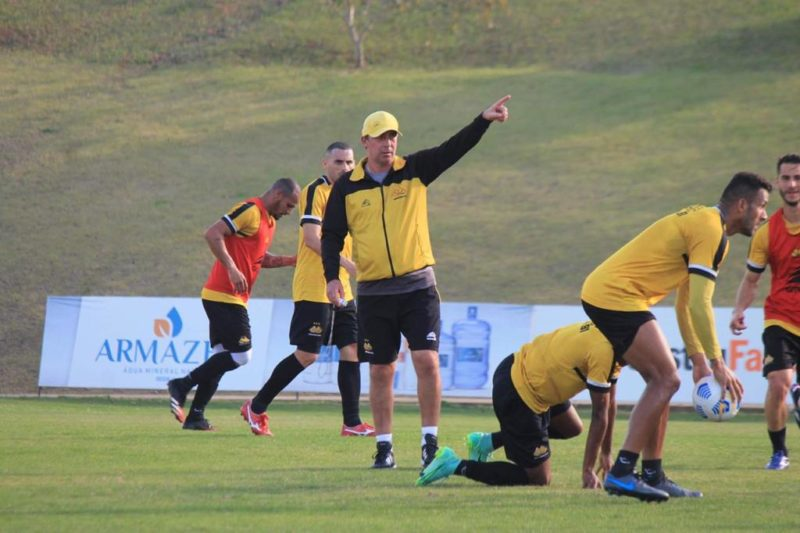 Técnico Paulo Baier comandou último treino antes da partida nesta segunda-feira (26) no CT Antenor Angeloni – Foto: Celso da Luz/CriciúmaEC/ND