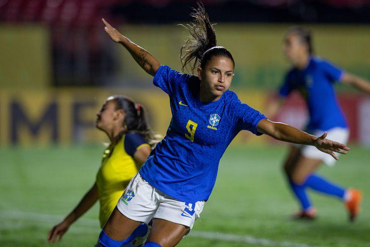 Debinha comemora gol pela Seleção Brasileira