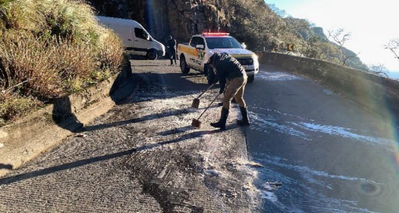 Rodovias catarinenses tem pontos congelados pelo frio – Foto: Divulgação/PMRv