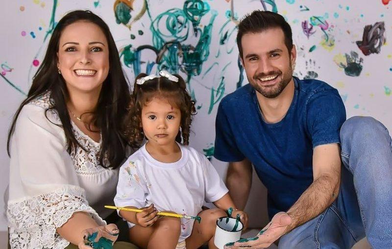 As vítimas são Fernando Santin, de 30 anos, Jessica Trindade Santin, de 29, a filha do casal, Caroline Santin, de três anos. – Foto: Arquivo pessoal/Divulgação/ND