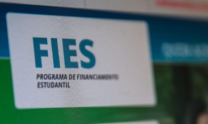 Estudantes que realizaram o Enem a partir da edição de 2012 podem pleitear uma bolsa no programa de financiamento deste ano – Foto: Marcello Casal Jr/Agência Brasil/ND