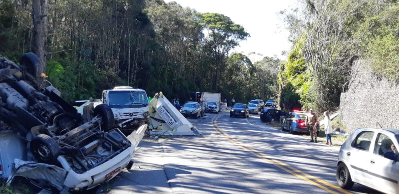 Oito veículos se envolveram em grave acidente na BR-282, em Rancho Queimado – Foto: Reprodução/PRF/ND