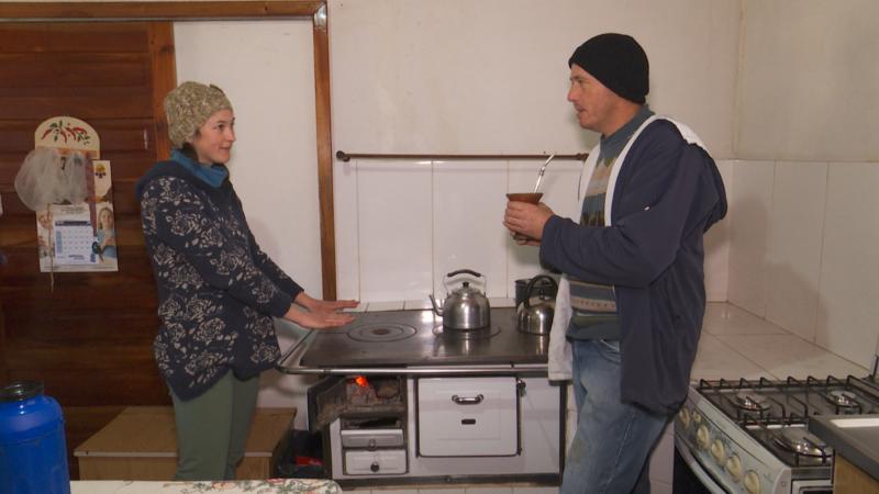 Fogão à lenha ajuda a esquentar nos dias frios de Campo Alegre – Foto: Adriano Mendes/NDTV