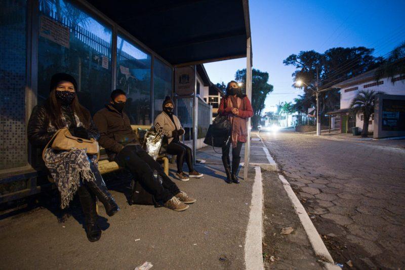 Moradores do bairro Ratones – Foto: Felipe Carneiro/ND